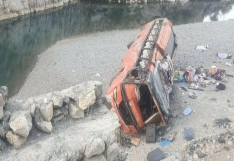 Около 20 человек погибли в ДТП в Пакистане