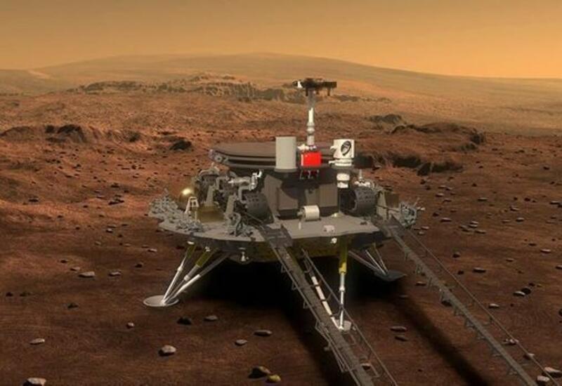 """Марсоход """"Чжужун"""" прислал в Пекин новое селфи с Красной планеты"""