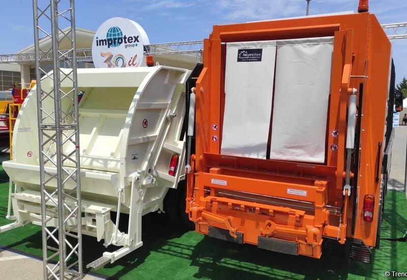 В Азербайджане впервые начато производство двух видов мусоровозов