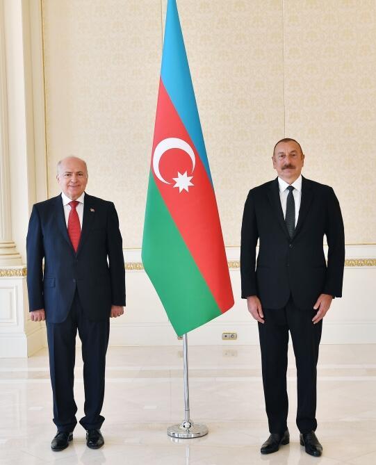 Президент Ильхам Алиев принял верительные грамоты новоназначенных послов-нерезидентов десяти стран в Азербайджане