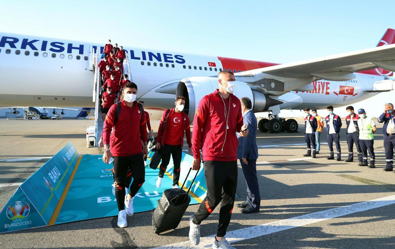Сборная Турции по футболу прибыла в Баку