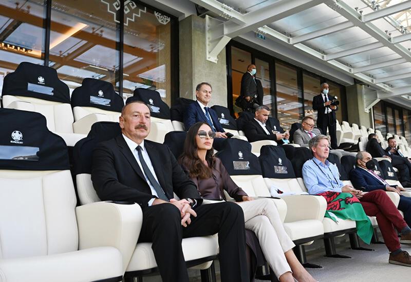 Президент Ильхам Алиев и Первая леди Мехрибан Алиева наблюдали за матчем Уэльс-Швейцария на Бакинском Олимпийском стадионе