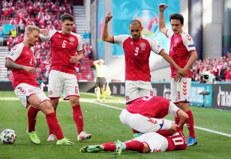 Футболист сборной Дании потерял сознание на поле во время матча Евро-2020