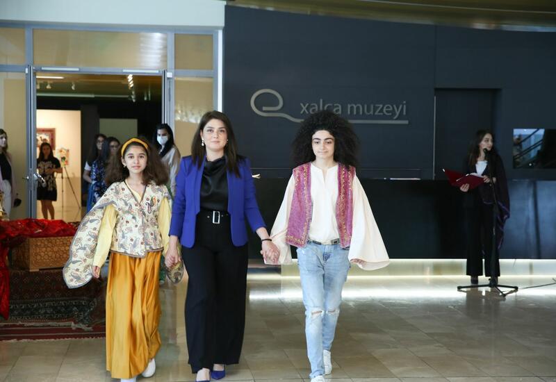 В Баку прошел показ мод из бабушкиного сундука