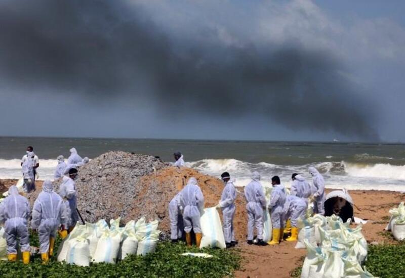 Шри-Ланка потребовала $40 млн от владельца сгоревшего у ее берегов судна