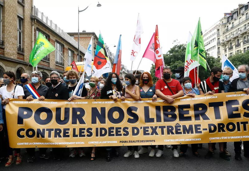 Десятки тысяч человек во Франции вышли требовать свободу слова и демократию