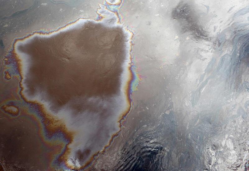 Разлив нефти у берегов Корсики
