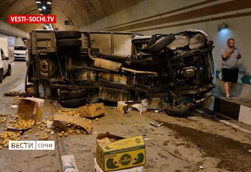 Массовое ДТП произошло в тоннеле в Сочи