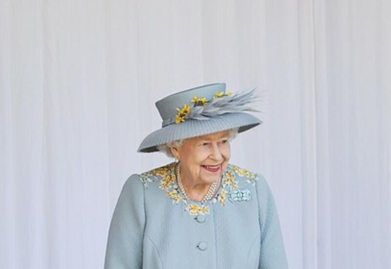 Елизавета II посвятила в рыцари создателей вакцины от COVID-19