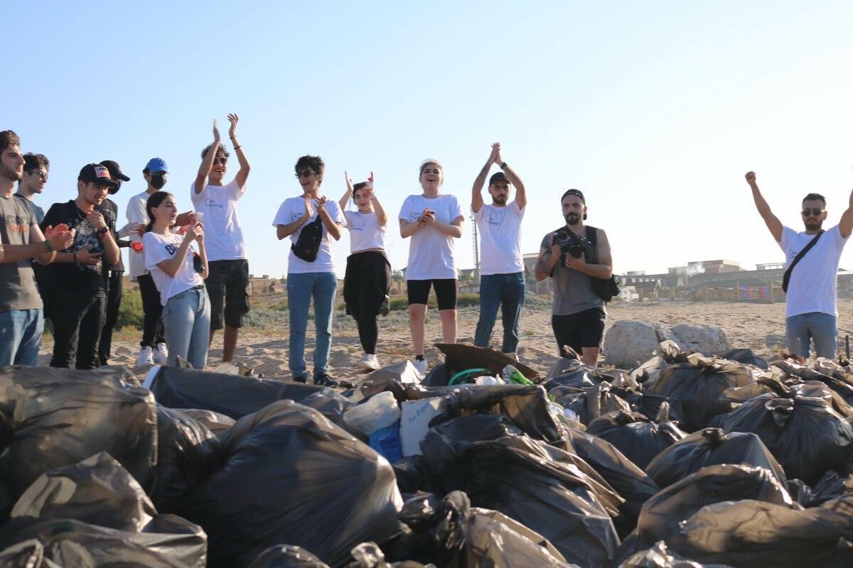 В Баку экоактивисты очистили пляж