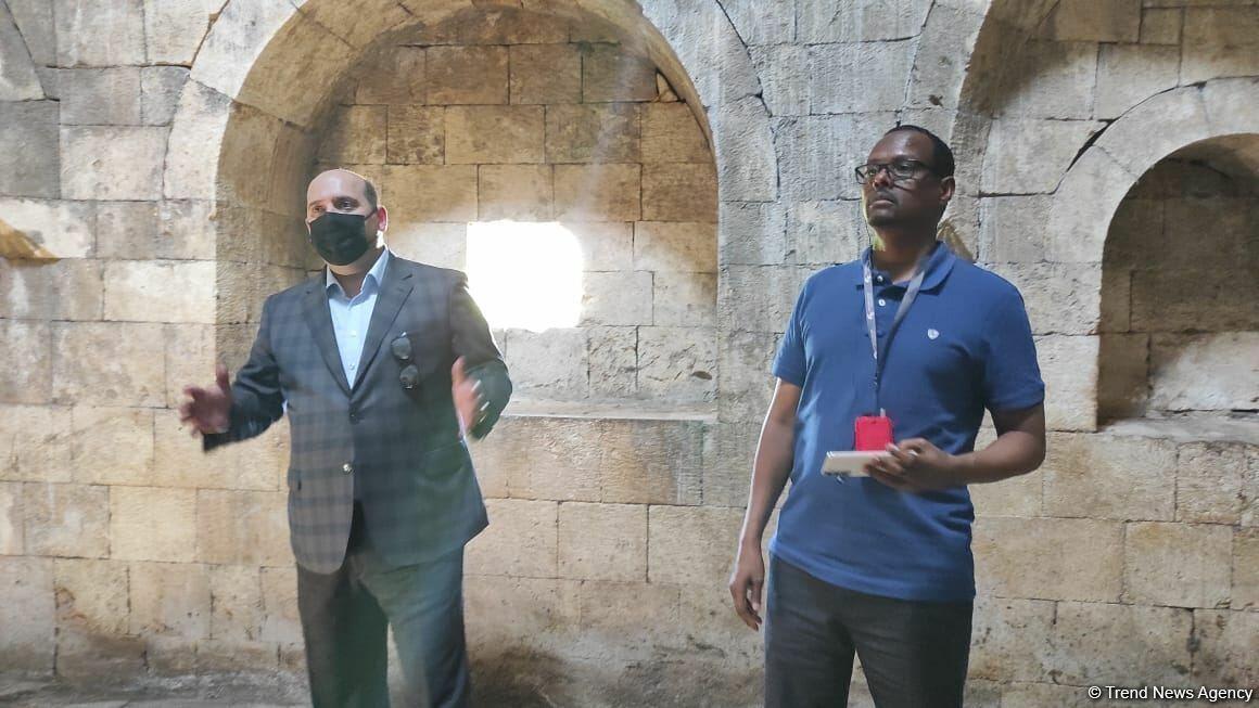 Иностранные дипломаты в разрушенном армянами комплексе «Имарет» в Агдаме