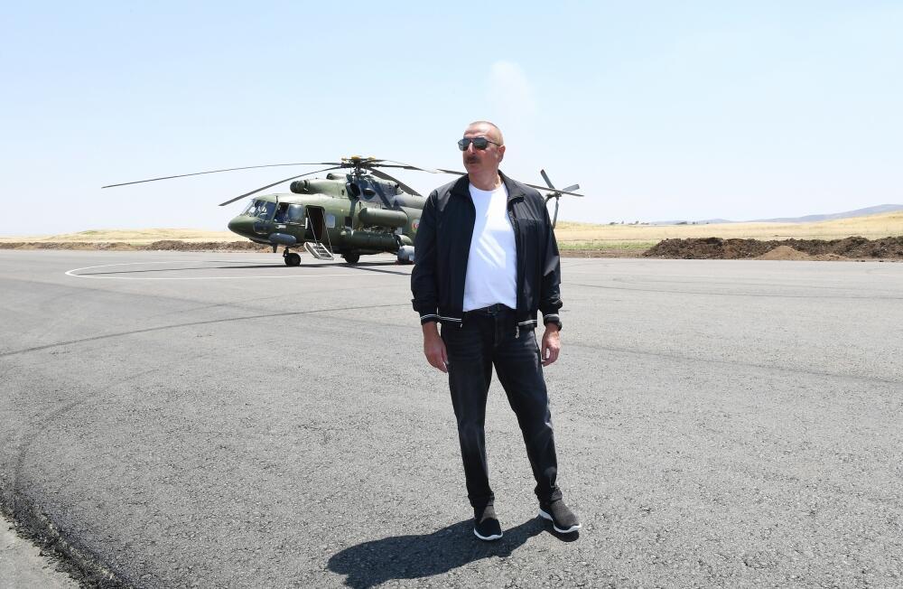 Президент Ильхам Алиев и Первая леди Мехрибан Алиева прибыли в Физулинский район, ознакомились с ходом строительных работ в международном аэропорту Физули