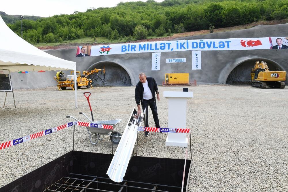 Президент Ильхам Алиев заложил фундамент тоннеля, который будет построен на автомобильной дороге Ахмедбейли-Физули-Шуша