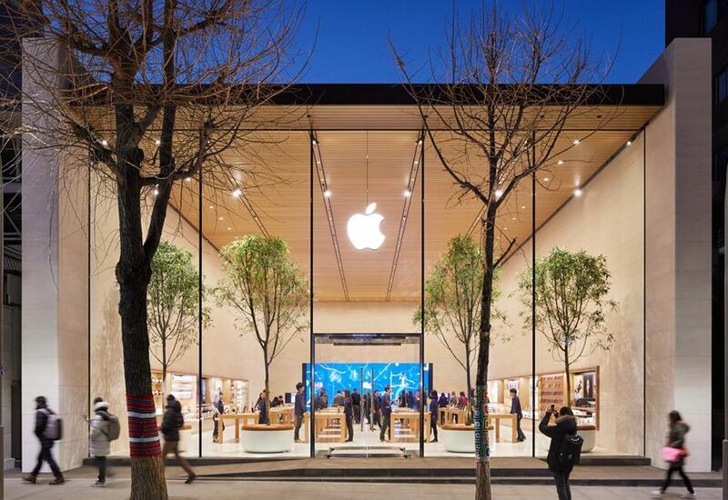 B США привитым посетителям разрешат находиться в магазинах Apple без масок