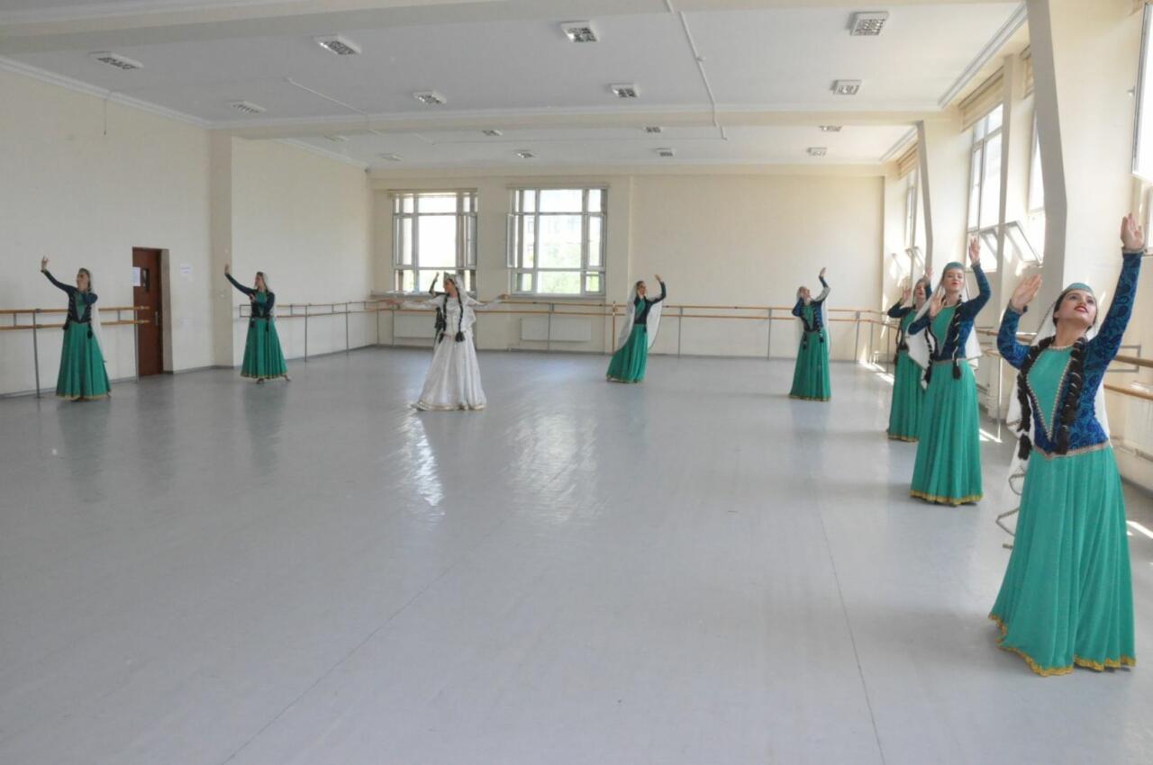 Всемирно известный хореограф посетил Бакинскую академию хореографии