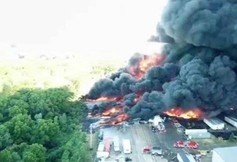В США загорелся химический завод