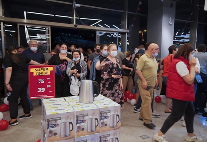 """К акции """"Axşambazarı"""" сети """"Kontakt Home"""" присоединилось рекордное количество людей"""