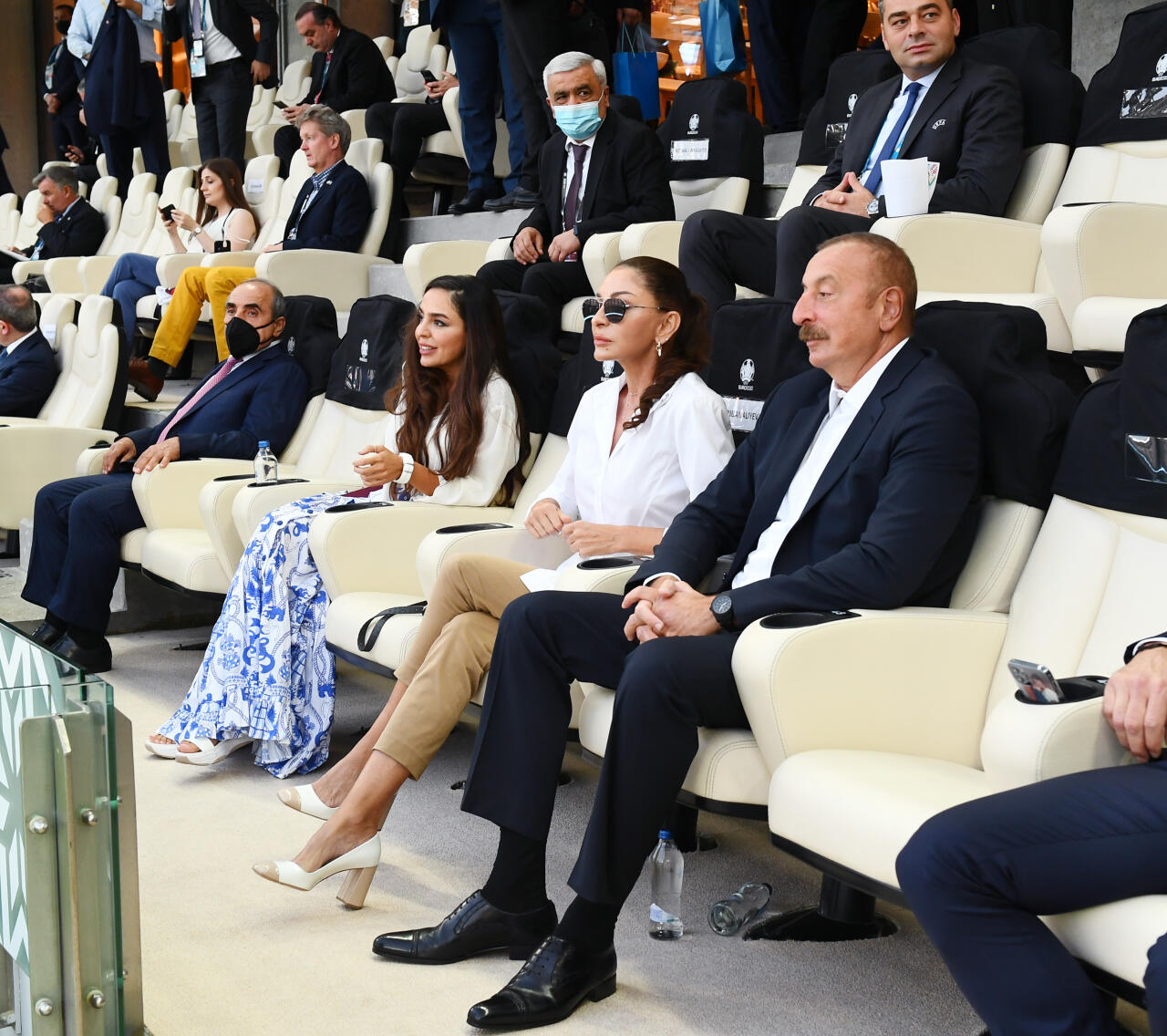 Президенты Ильхам Алиев и Реджеп Тайип Эрдоган с супругами наблюдали за матчем Турция-Уэльс на Бакинском Олимпийском стадионе