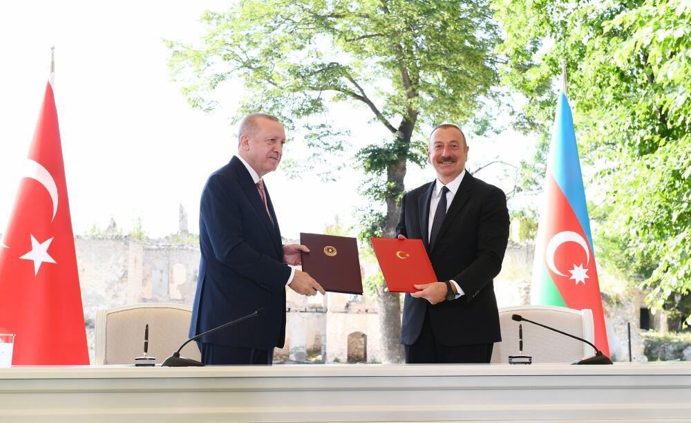 Президенты Ильхам Алиев и Реджеп Тайип Эрдоган подписали Шушинскую декларацию о союзнических отношениях между Азербайджаном и Турцией