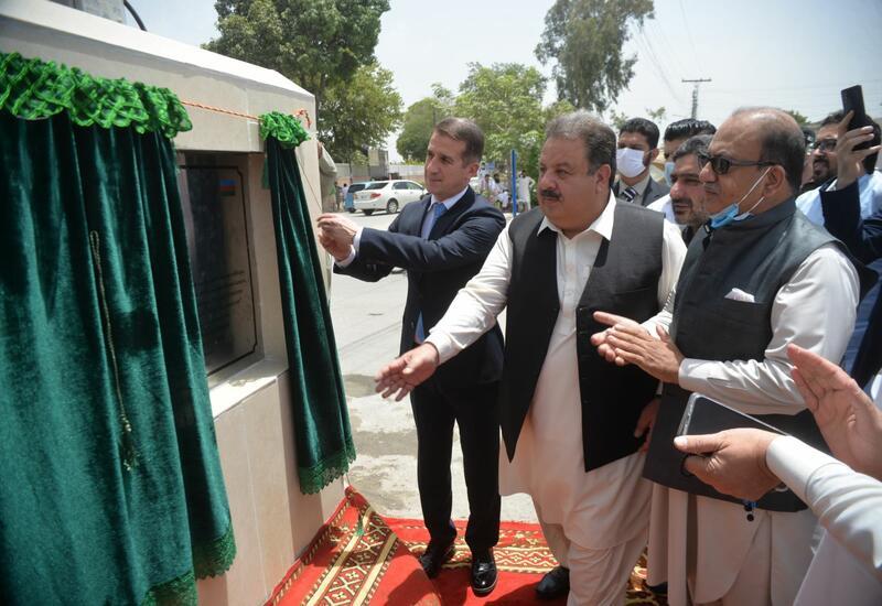 В Пакистане один из проспектов назван в честь Низами Гянджеви