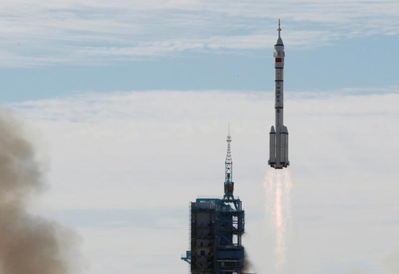 Первый экипаж китайской космической станции