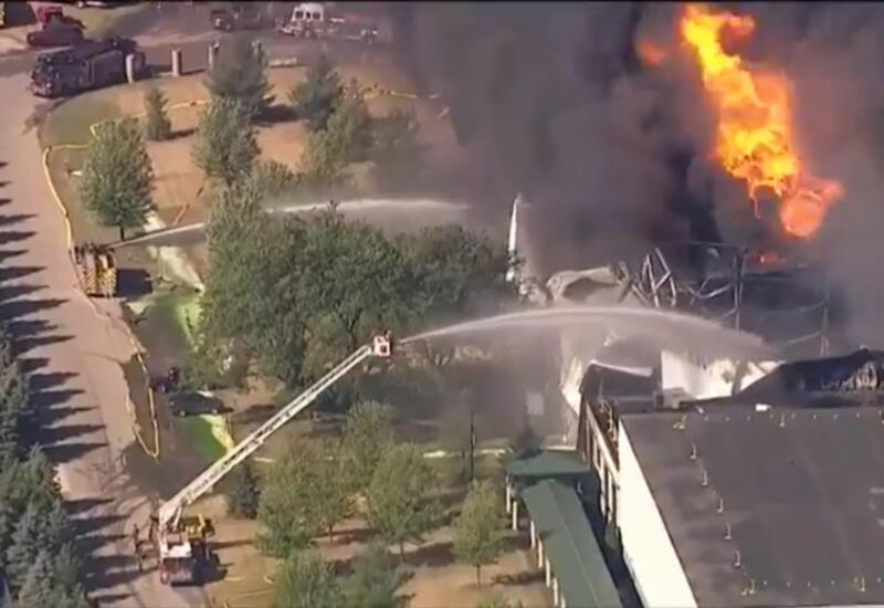 В Иллинойсе до сих пор не могут потушить пожар на химзаводе