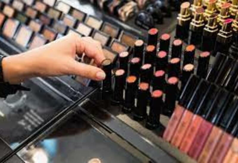 В Азербайджане запретили использовать тестеры косметики в магазинах