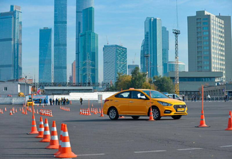 В Москве запретили работать в такси водителям с иностранными правами