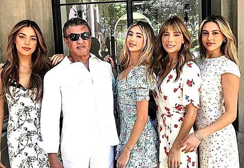 Сильвестр Сталлоне показал новый снимок с дочерьми и женой