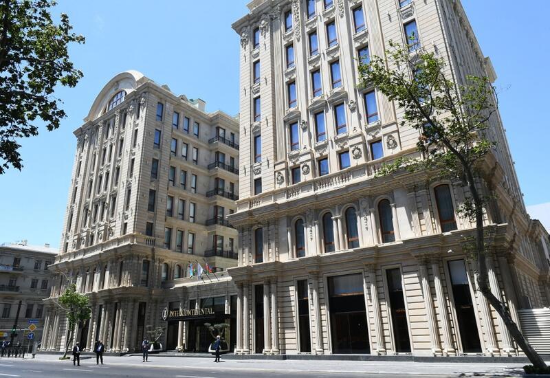 Президент Ильхам Алиев и Первая леди Мехрибан Алиева приняли участие в открытии отеля Intercontinental в Баку