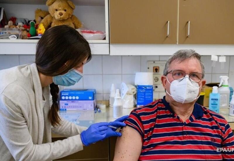 В Германии вакцинировано более половины населения