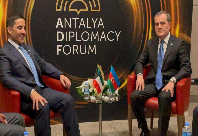 Джейхун Байрамов на переговорах с главой МИД Кувейта