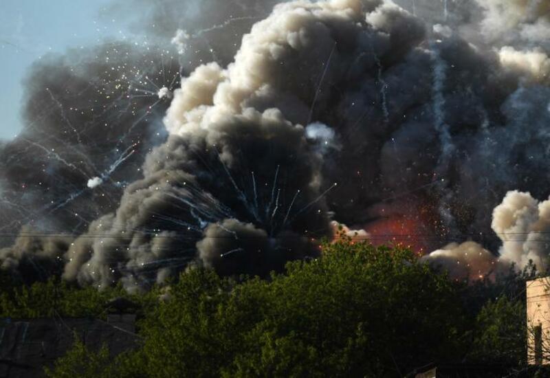Крупный пожар в Москве тушат вертолеты