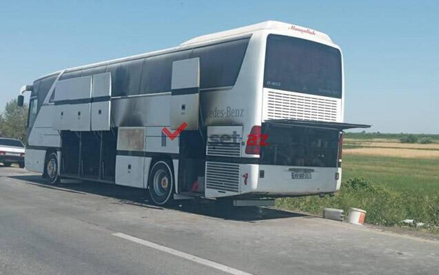 Загорелся автобус, перевозивший школьников из Баку в Губу