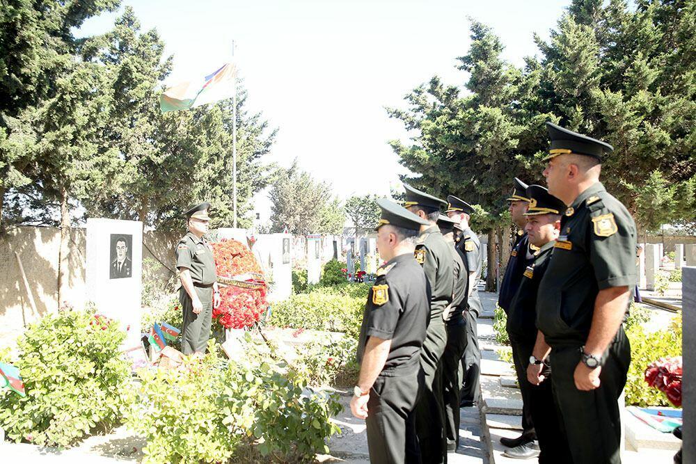Делегация Минобороны посетила могилу Национального героя Мубариза Ибрагимова