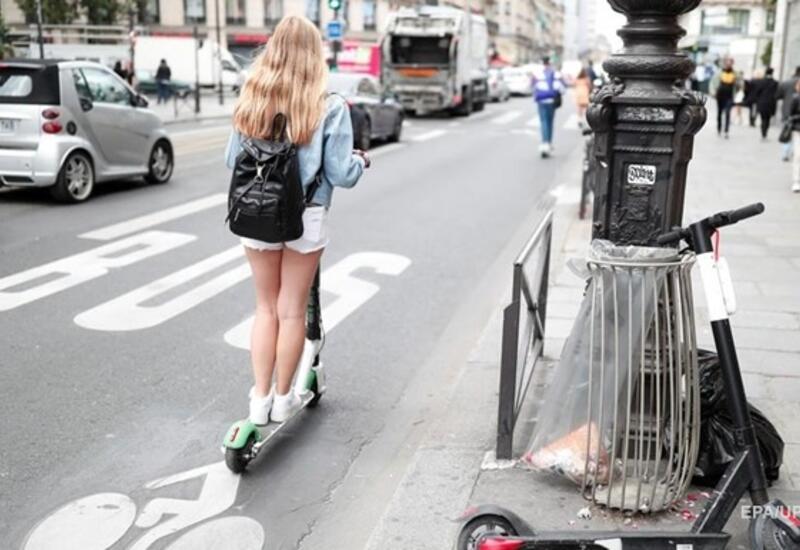 В Париже женщину насмерть сбил электросамокат