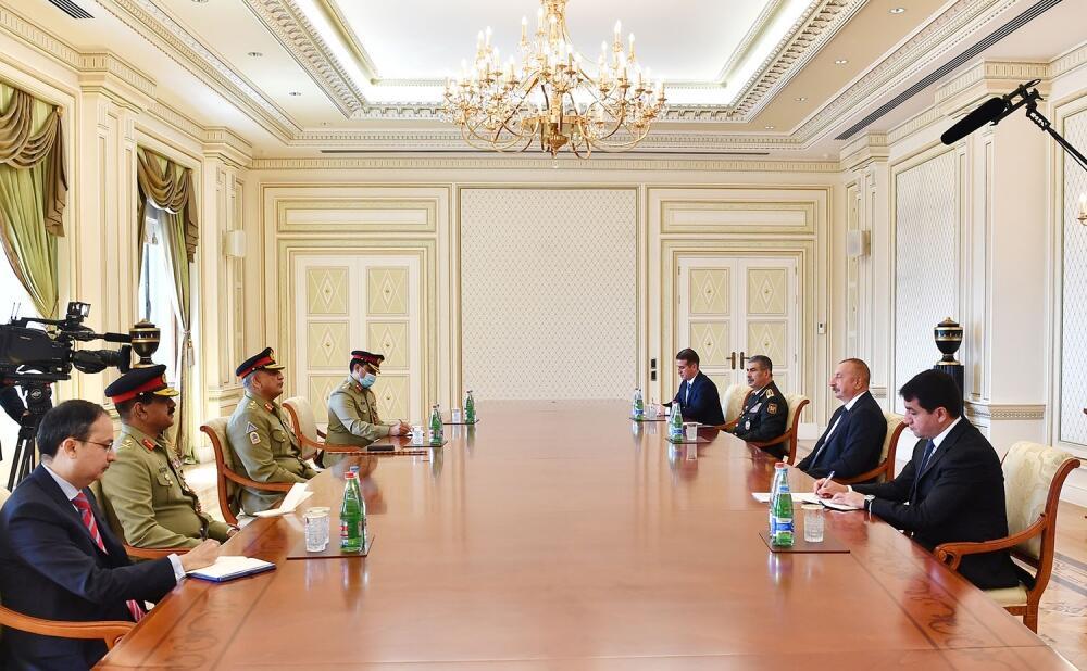 Президент Ильхам Алиев принял командующего Cухопутными войсками Пакистана
