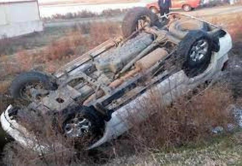 В Физули перевернулся автомобиль