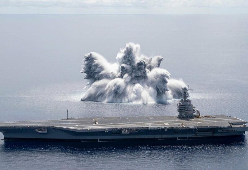 Американский авианосец протестировали с помощью взрыва бомбы
