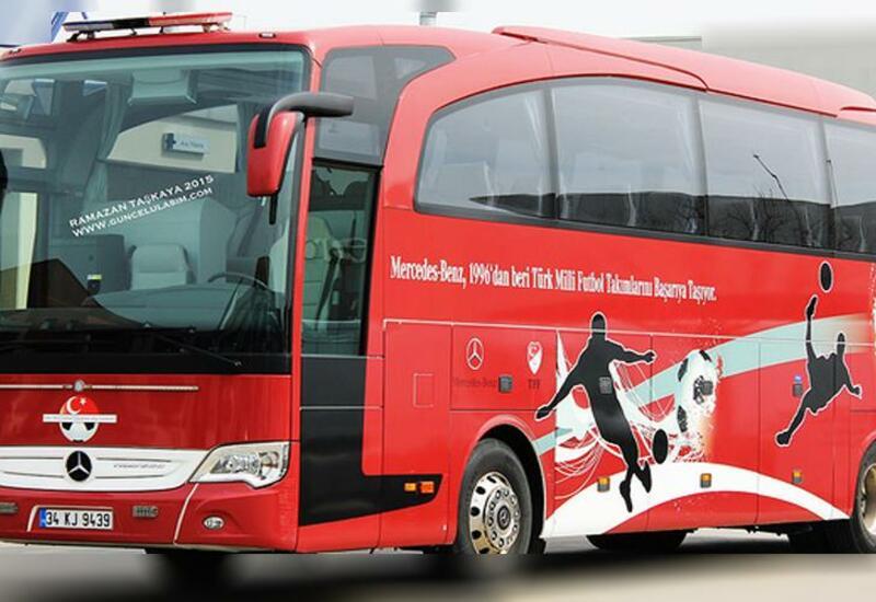 Bakıda Türkiyə millisinin avtobusuna mesaj kağızı yapışdırıldı