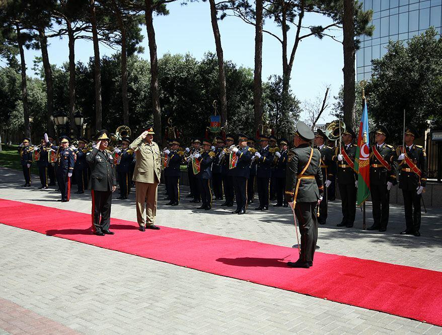 Азербайджан и Пакистан обсудили вопросы расширения военного сотрудничества