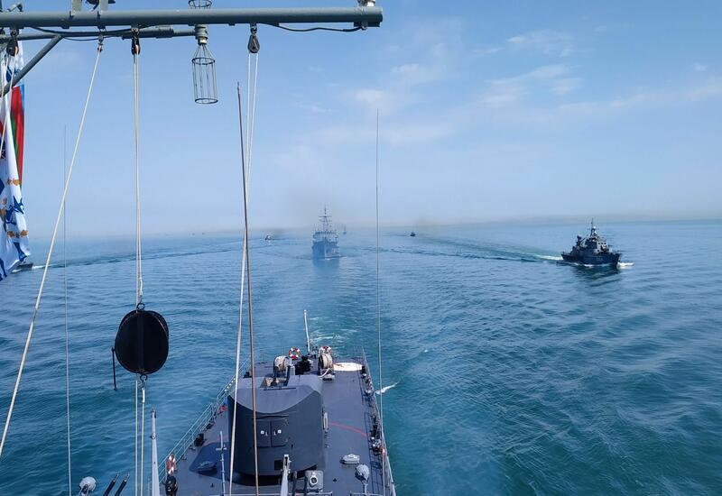 ВМС Азербайджана проводят тактические учения