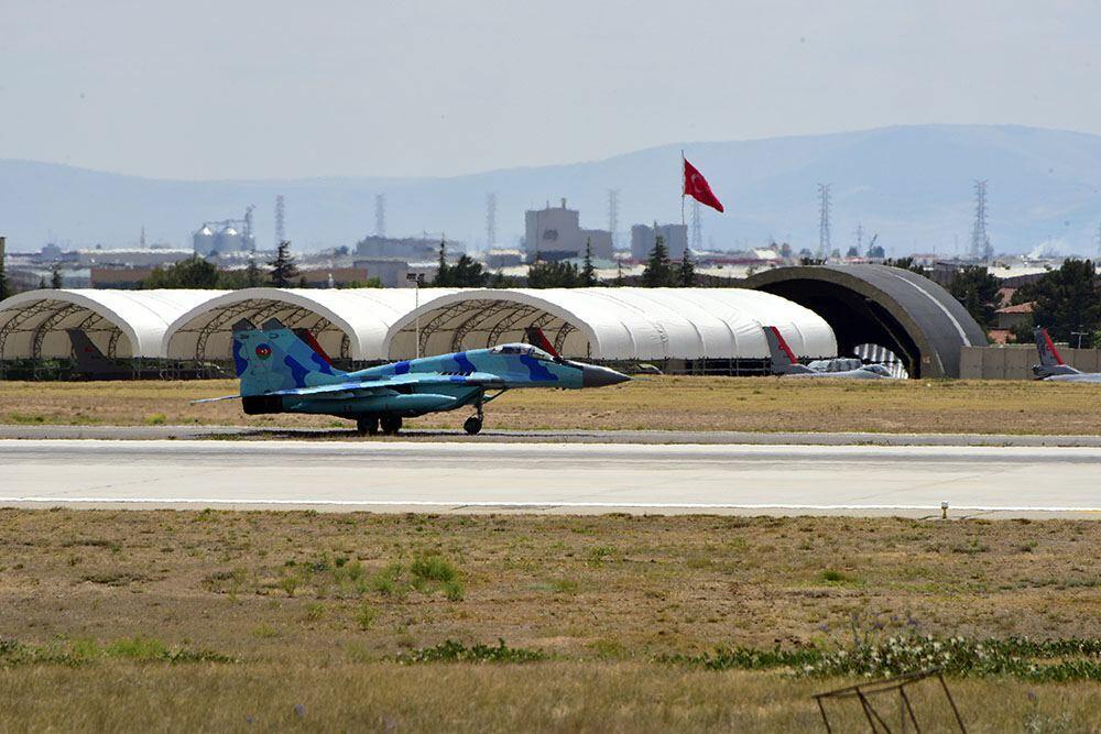 Азербайджанские военные летчики в Турции