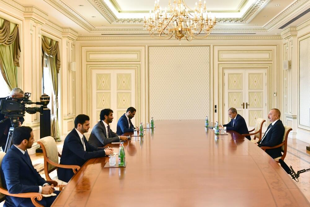Президент Ильхам Алиев принял министра экономики Объединенных Арабских Эмиратов