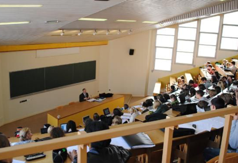 Названо число отчисленных из вузов азербайджанских студентов
