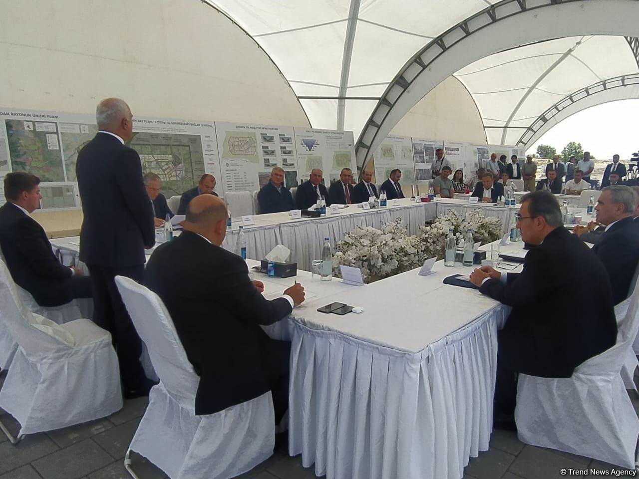 Вице-премьер Азербайджана провел заседание в Агдаме