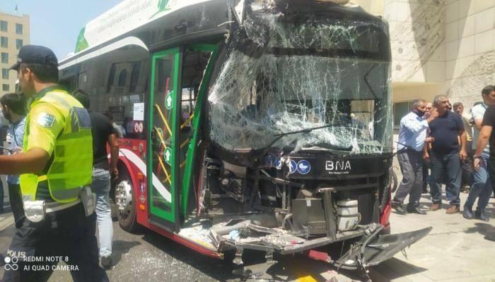 В Баку столкнулись два автобуса, есть пострадавшие