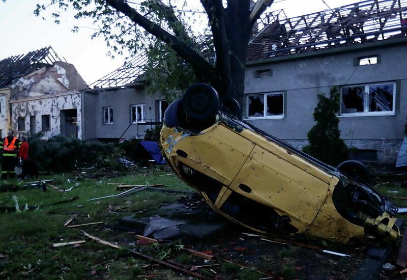 Жуткие последствия торнадо в Чехии, сотни пострадавших