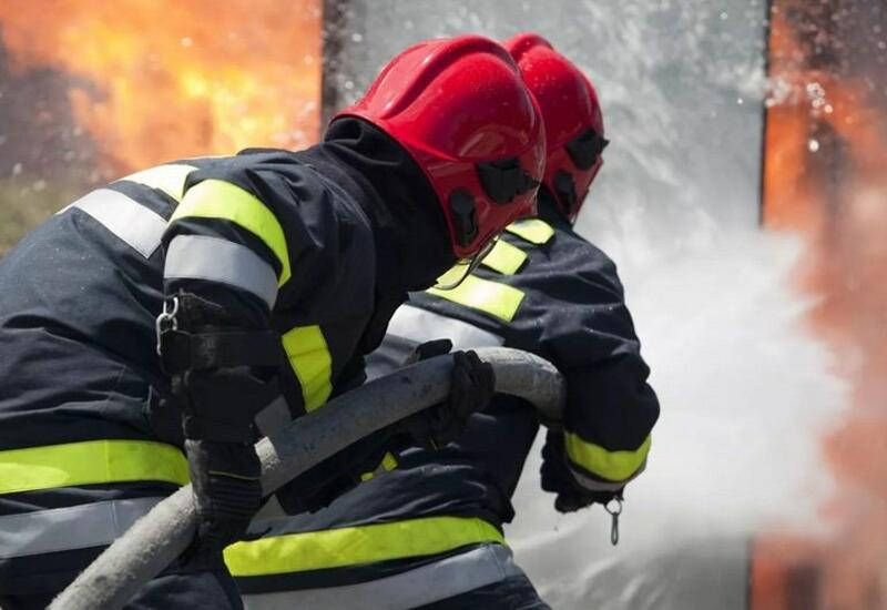 Пожар в жилом доме в Баку,