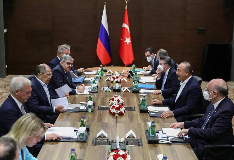 Чавушоглу обсудил с Лавровым ситуацию в Карабахе